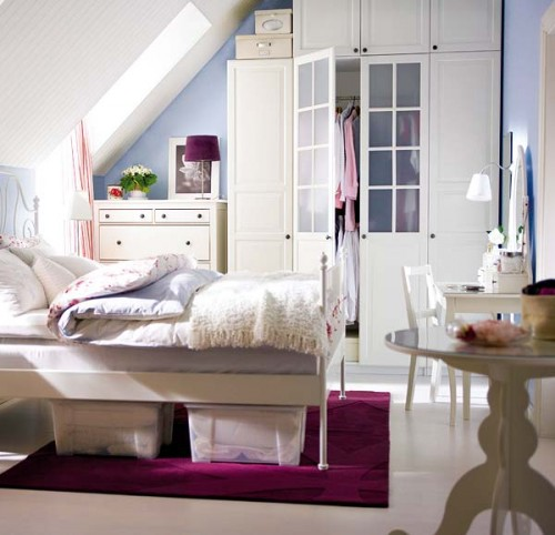 Smart Ways to Organize a Small Bedroom - 3 Beds